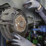 ¿Cada cuánto cambiar el líquido de frenos en el coche?